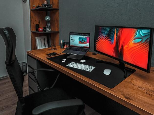 How to decorate computer table India